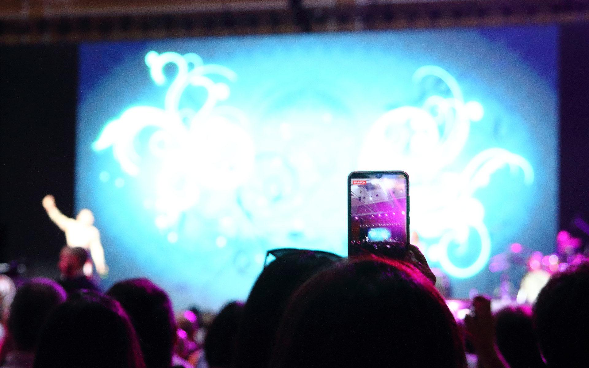 Riprese video ai concerti tramite cellulare